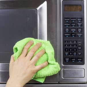 How To Clean A Microwave Quickly